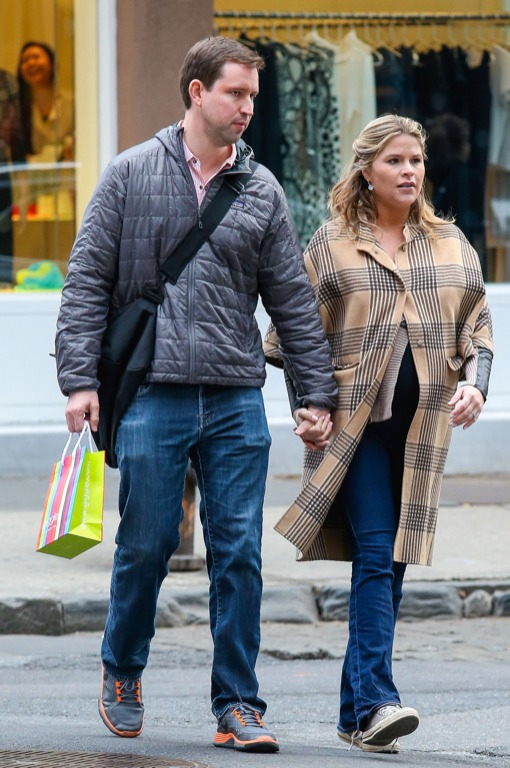 Pregnant Jenna Bush And Husband Shop At Baby Store
