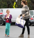 Jennifer Garner Takes Her Girls To The Farmers Market