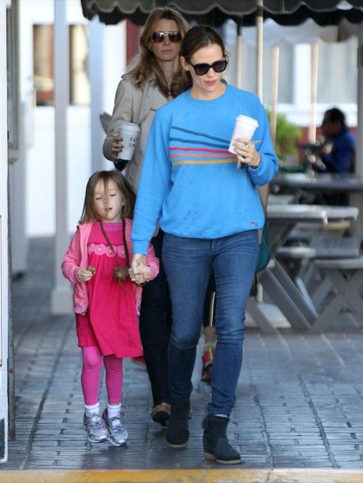 Jennifer Garner Takes Seraphina To Breakfast