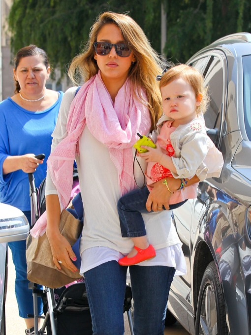 Jessica Alba & Her Mini-Me Do Some Spring Shopping