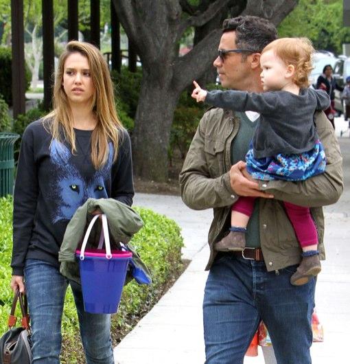 Jessica Alba And Family Go To The Park