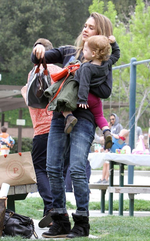 Jessica Alba And Family Go To The Park