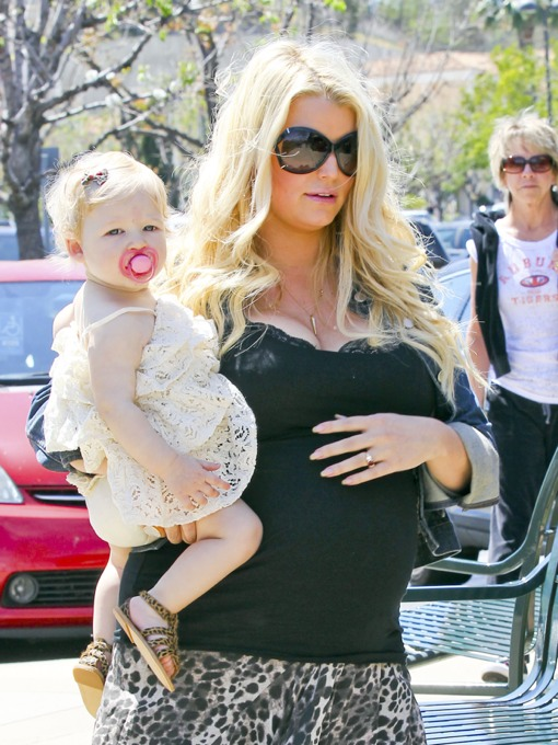 Jessica Simpson and Eric Take Maxwell To Seafood Lunch