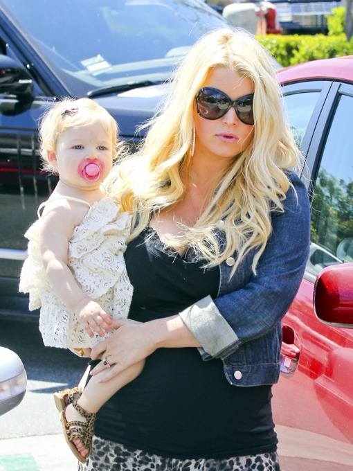 Jessica Simpson Shows Off Her Growing Bump