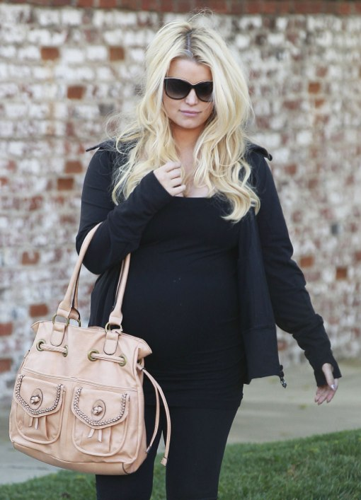 Semi-Exclusive... Pregnant Jessica Simpson Attends Party At Her Mom's House