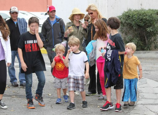 Julie Bowen & Family Spend Easter Sunday at The Famers Market