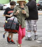 Julie Bowen & Family Spend Easter Shopping At The Farmers Market