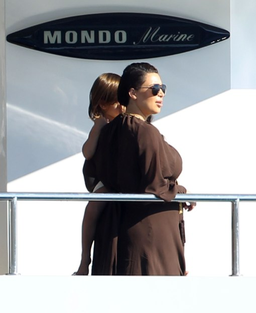Pregnant Kim Kardashian Vacations With Family In Greece