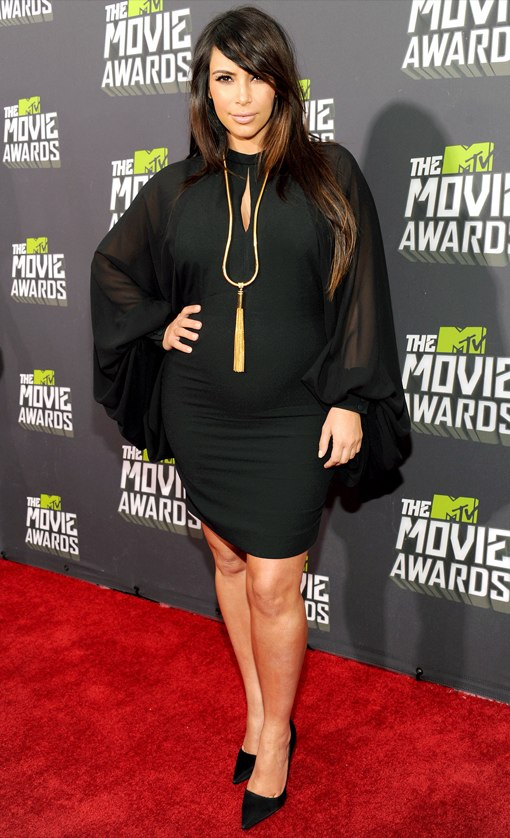 Kim Kardashian Bumps The Red Carpet Of The MTV Movie Awards