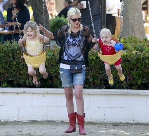 Tori Spelling Takes Finn & Stella To The Park