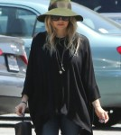 Pregnant Fergie Goes To Church