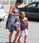 Pregnant Halle Berry Shopping With Nahla