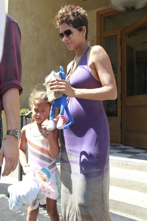 Pregnant Halle Berry & Family At Mother's Day Brunch In West Hollywood