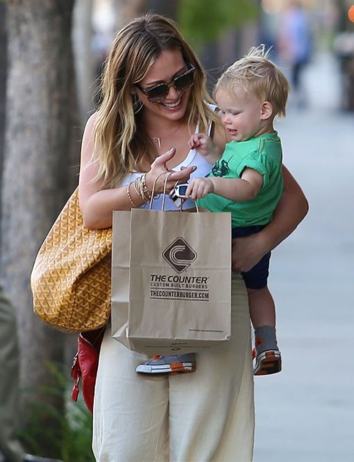 Exclusive... Hilary Duff & Son Luca Leaving The Counter After Dinner