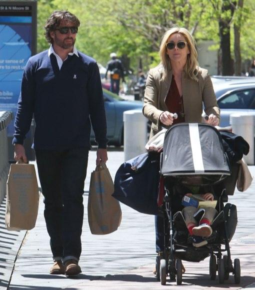 Jane Krakowski & Family Go Grocery Shopping