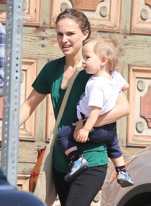 Natalie Portman & Aleph Stop By A Friend's House