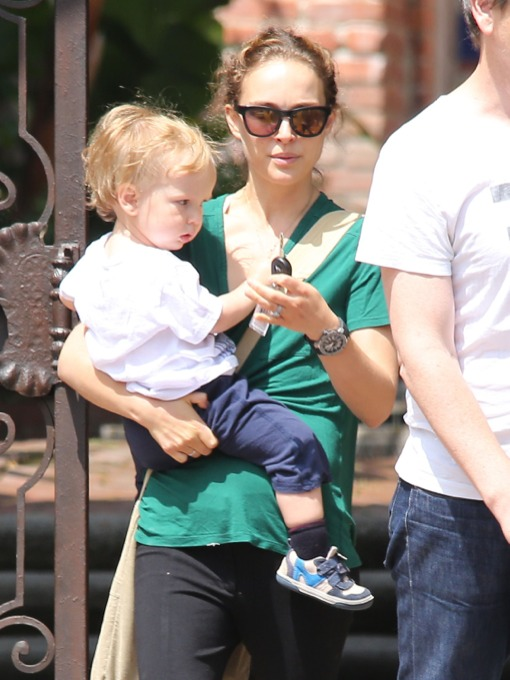 Natalie Portman: Casual Mama