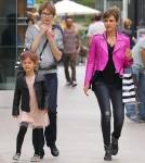 Semi-Exclusive... Jessica Alba Takes Honor Birthday Shopping