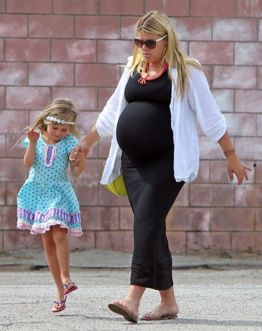 Semi-Exclusive... Pregnant Busy Philipps Takes Her Daughter To The Dentist
