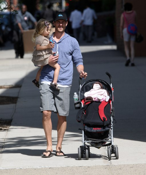 Bethenny Frankel Jason Hoppy Out With Their Daughter