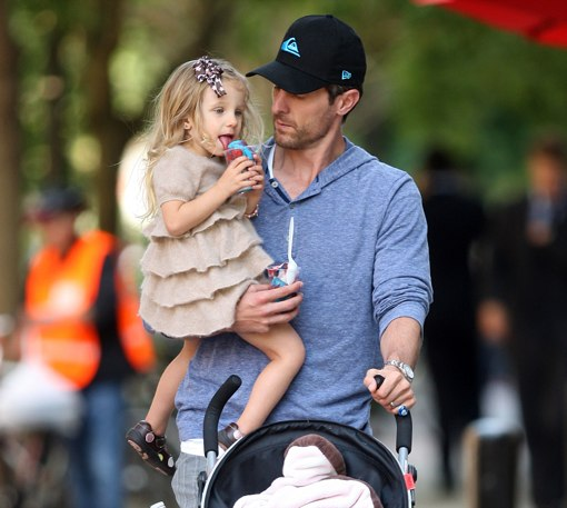 Bethenny Frankel Amp Jason Hoppy Out With Their Daughter Bryn In New York Celeb Baby Laundry