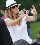 Gisele Bundchen Takes Vivian To Louvre Museum