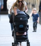 Gisele Bundchen & Daughter Vivian Checking Out The Sights In Paris
