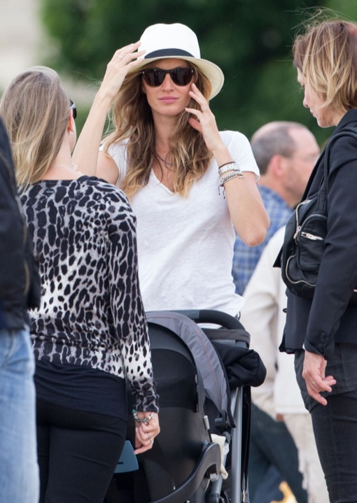 Gisele Bundchen Tours Paris With Vivian Lake