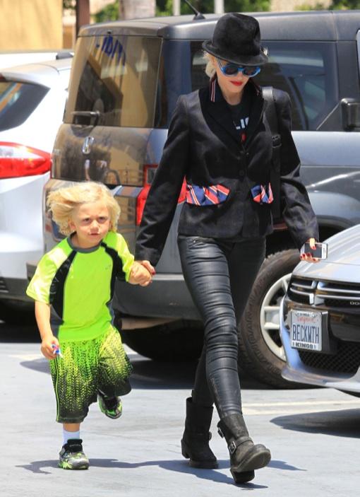 Gwen Stefani & Zuma Do Some Discount Shopping