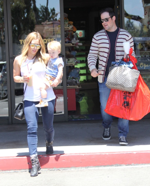 Hilary Duff & Family Eating And Shopping In Beverly Glen