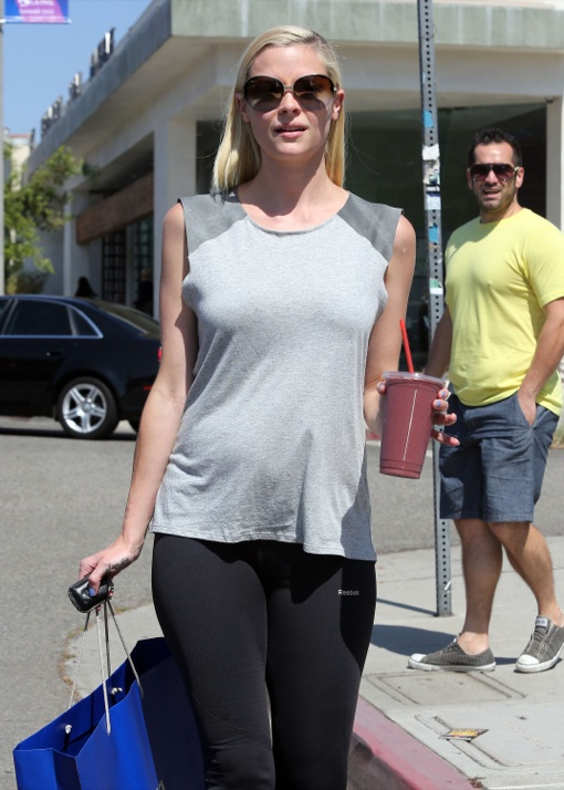 Pregnant Jamie King Stops For A Healthy Drink Celeb Baby