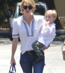 January Jones Lunches With Her Mom And Son