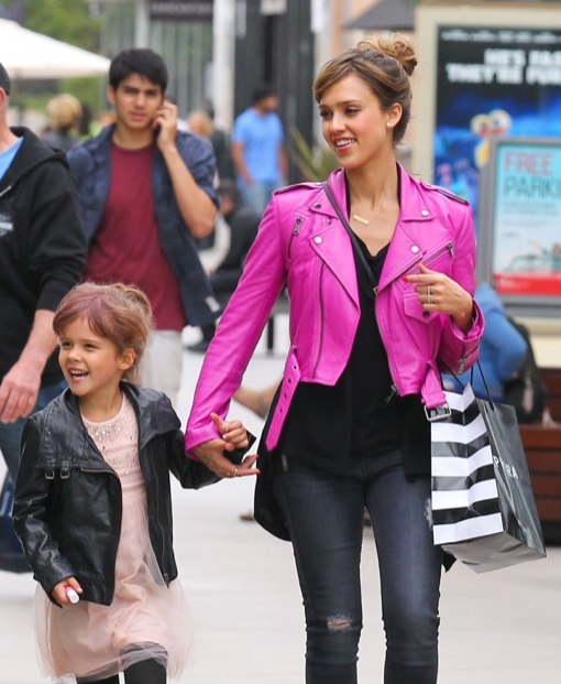 Semi-Exclusive... Jessica Alba Takes Honor Birthday Shopping