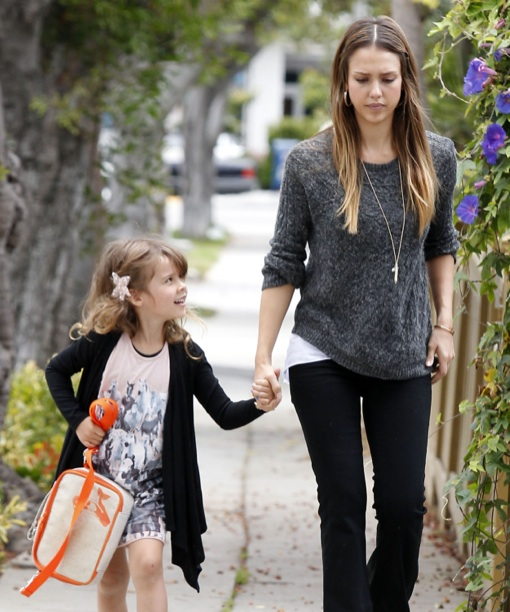 Jessica Alba Takes Daughter Honor To School