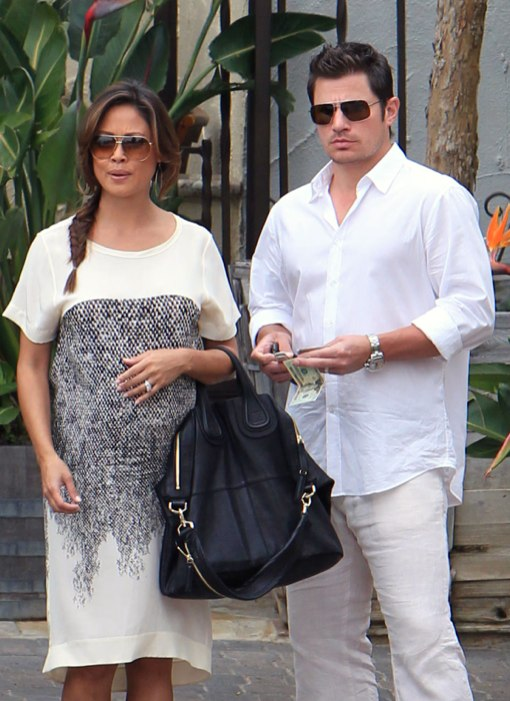 Vanessa And Nick Lachey Feed Her Growing Belly