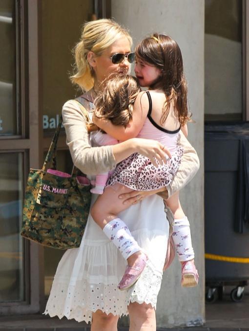 Exclusive... Sarah Michelle Gellar Leaving Her Daughter's Ballet Class