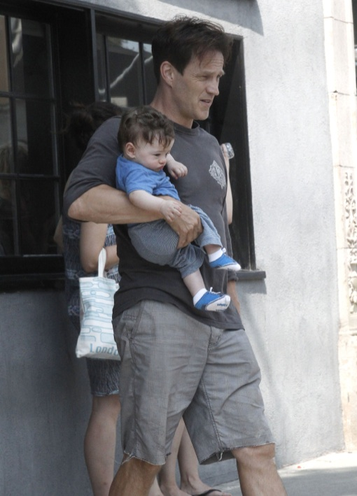 Anna Paquin & Stephen Moyer: Twin Baby Wearing