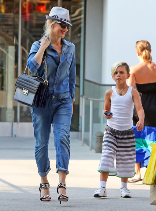Exclusive... Gwen Stefani Takes Son Kingston To The Mall
