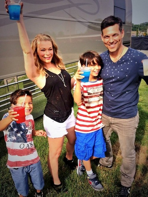 LeAnn Rimes Tweets July 4th Family Photos With Hubby Eddie Cibrian and Her Stepsons