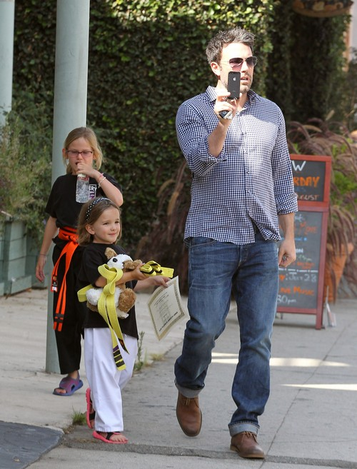 """Jennifer Garner Wants Ben Affleck To Stay Home And Be """"Mr. Mom"""" Now"""