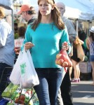 Jennifer Garner & Family Shop At The Farmers Market