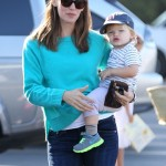 Jennifer Garner: Flowery Farmer's Market Day With Her Youngsters