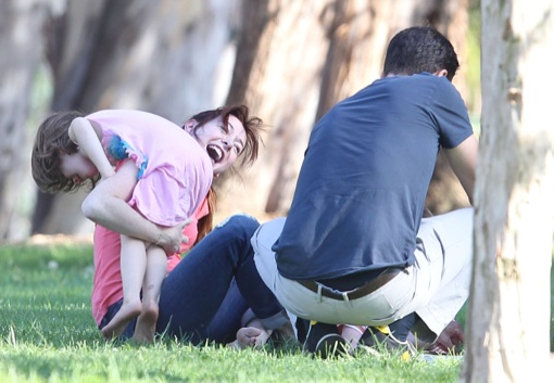 Alyson Hannigan: Saturday Park Fun With Family