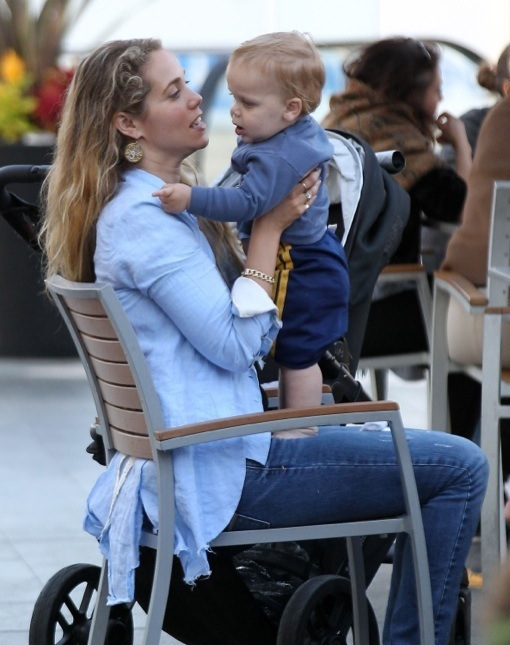 Elizabeth Berkley & Family Enjoy An Afternoon At The Mall