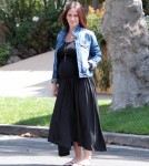 Exclusive... Pregnant Jennifer Love Hewitt Makes A Starbucks Run