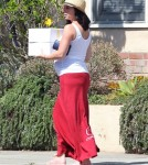 Exclusive... Pregnant Jennifer Love Hewitt Buying A Cake In Brentwood