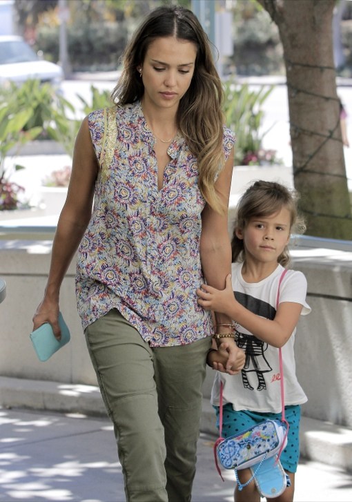 Jessica Alba Takes Honor To Lunch