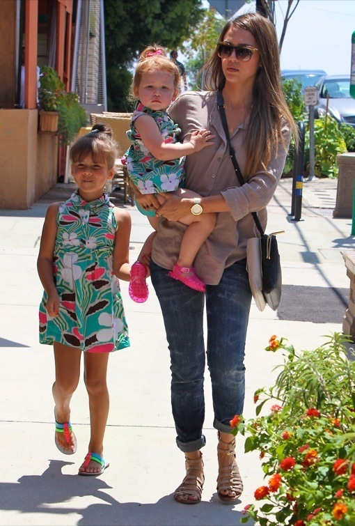 Jessica Alba Takes Her Daughters To A Birthday Party