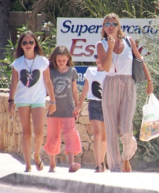 Kate Moss Takes Her Daughter Shopping