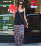 Exclusive... Pregnant Lisa Stelly Stops By The Bank